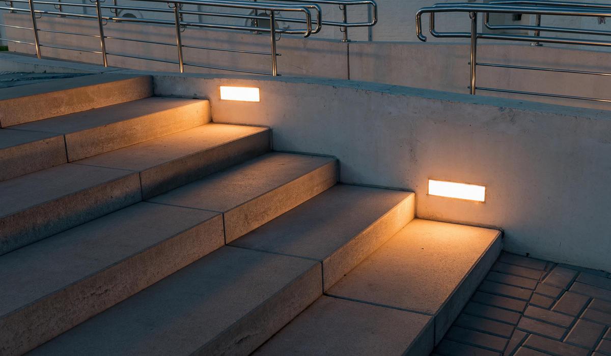 Площадь в Ростове - светодиодный кирпич встраиваемый в стены  - TRIF BRICK