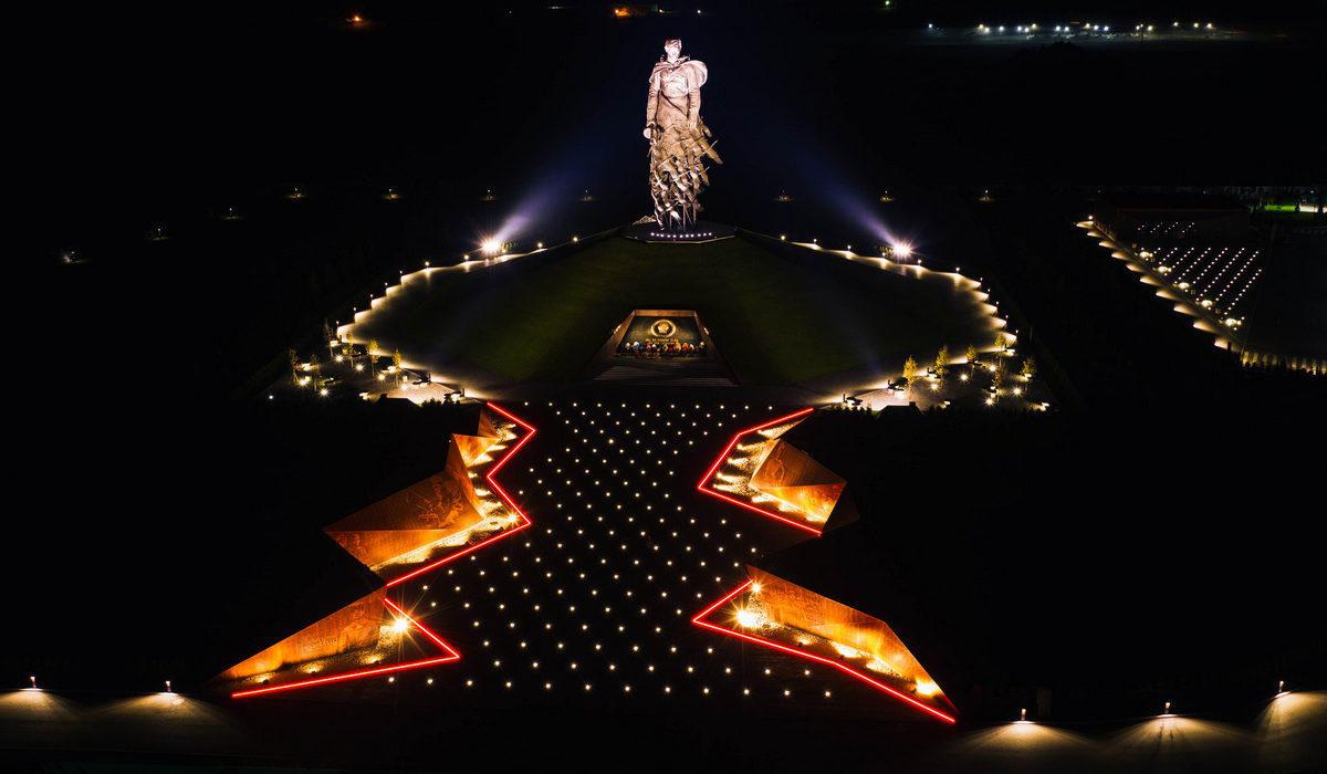Ржевский мемориал - Линейные светильники в мощении - TRIF LANE