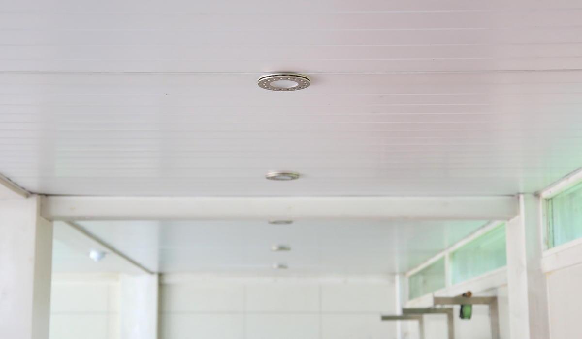 Потолочный прожектор Super UNi в гараже