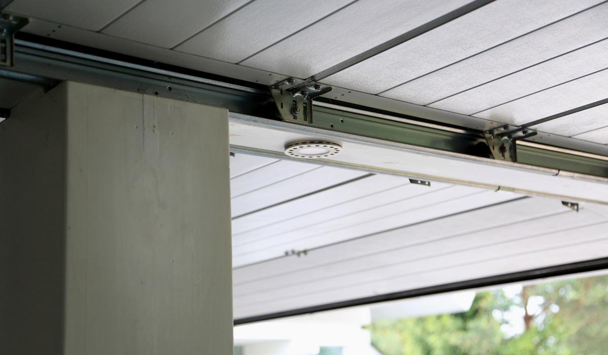 Потолочный LED прожектор TRIF Super UNi в гараже