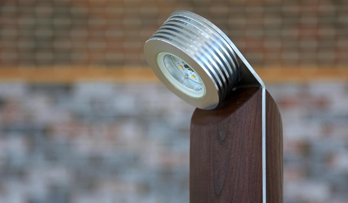 Светодиодный ландшафтный светильник из термодерева TRIF WOOD R 45 на заказ в спб