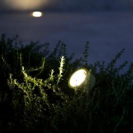 TRIF JUPITER IO на стойке Z - прожекторы, которые прослужат вам долго