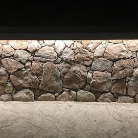 Подсветка стены из камня - TRIF SLENDER